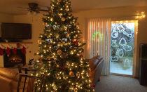 Как украсить окна в доме к Новому году