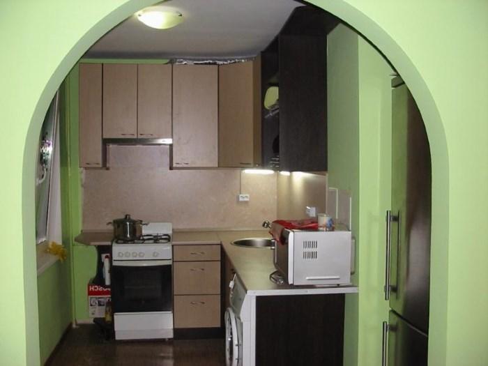 дизайн малогабаритной кухни с аркой фото