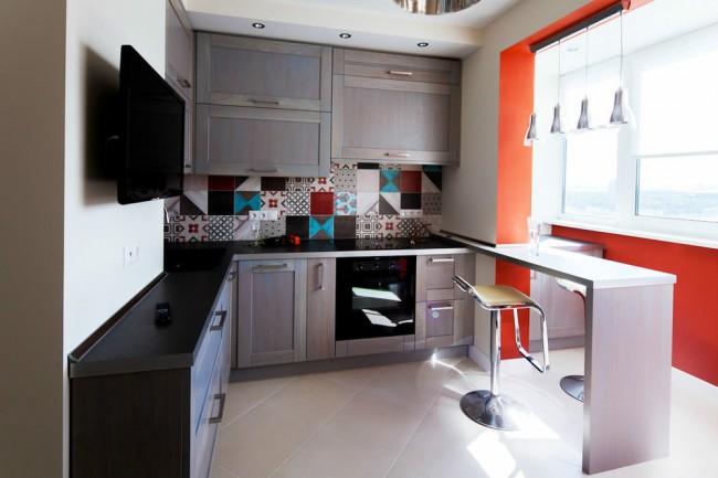 Кухня совмещена с балконом
