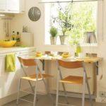 Дизайн маленькой кухни с раскладным столом