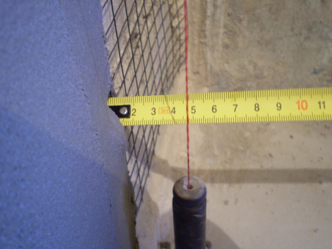 Измерение кривизны стен отвесом