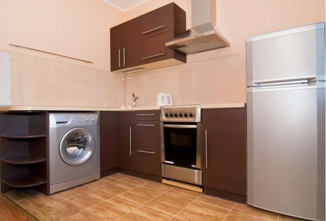 Кухня с холодильником и стиралкой