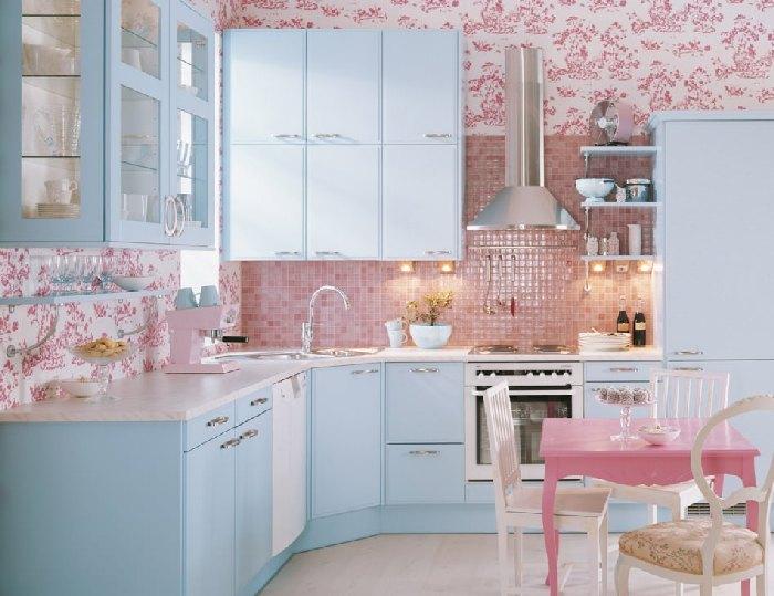 лазурно-малиновая кухня