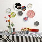 Оформление стен посудой