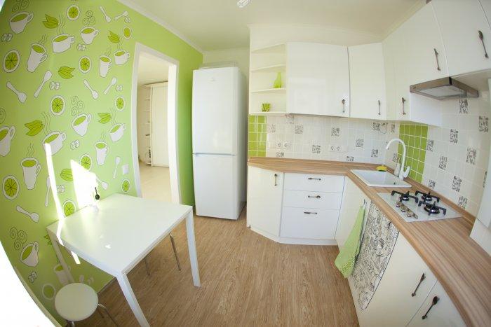 Салатовые обои в интерьере кухни