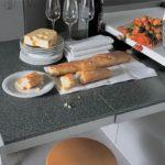 Выдвижной кухонный стол - спасение для маленькой кухни