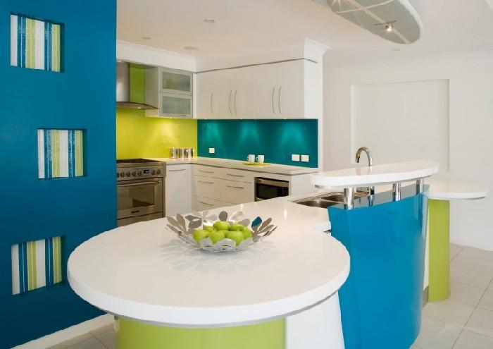 зелено-голубая кухня