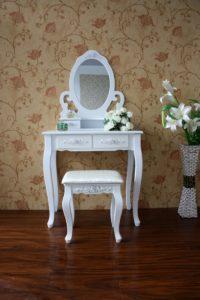 Туалетный столик Ikea 38 фото белые модели с подсветкой и зеркалом для спальни столы из серии Мальм в интерьере