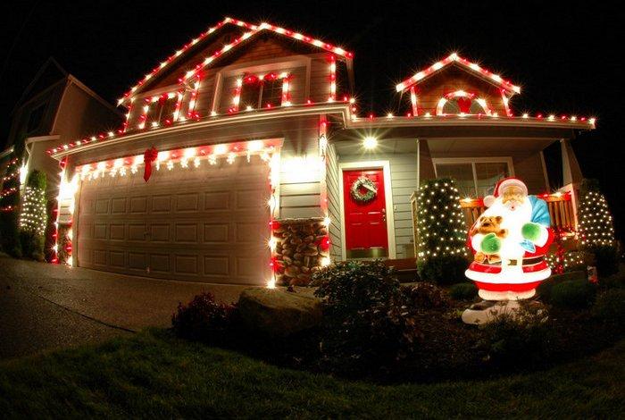 дом украшен на новый год