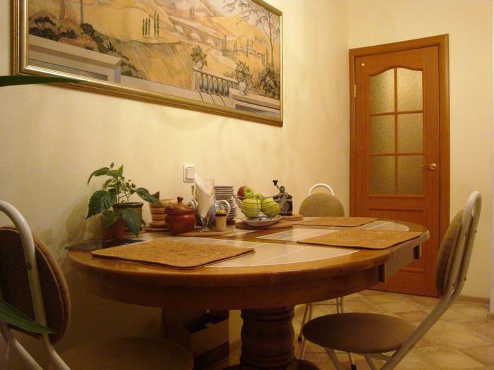 картина на кухне создавала впечатление стильной декорации