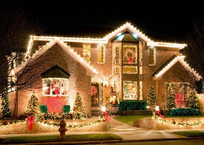 яркий декор дома к новому году