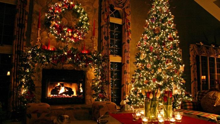 свечение елки и декор камина