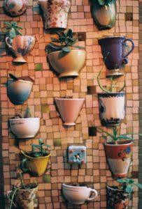 стены украсить с помощью картин и панно 08a