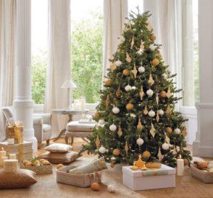 установить елку в квартире или во дворе своего дома