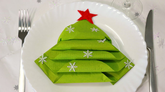 зеленая салфетка в виде ёлки