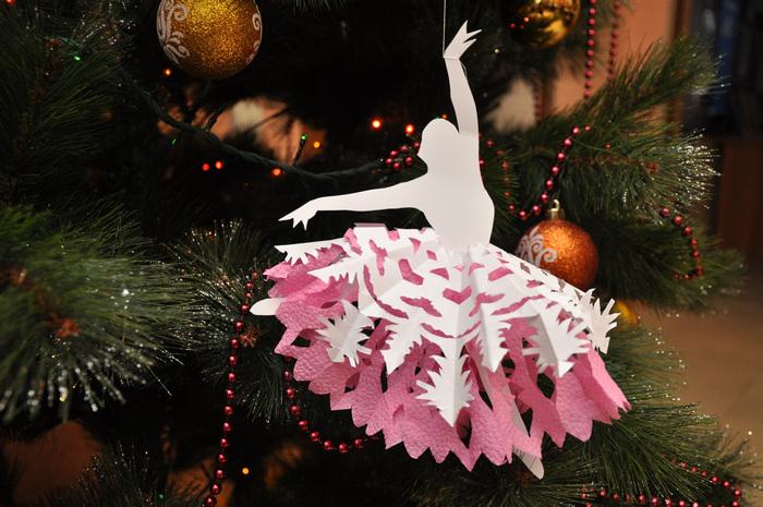 балерина из розовой бумаги