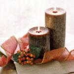 коричневая декорированная свеча