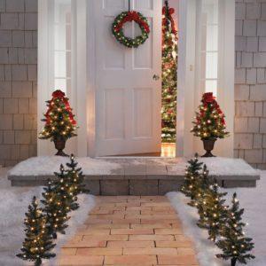 украшение входной двери дома аксессуарами 2