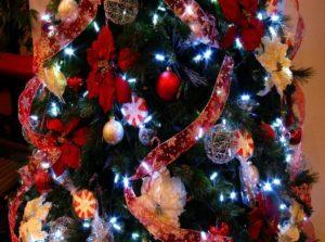 шарики ленточки на елке