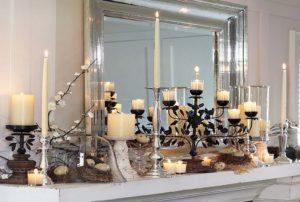 свечи на камине с подсвечником