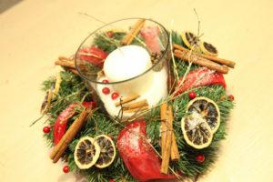 свеча в стакане для декора