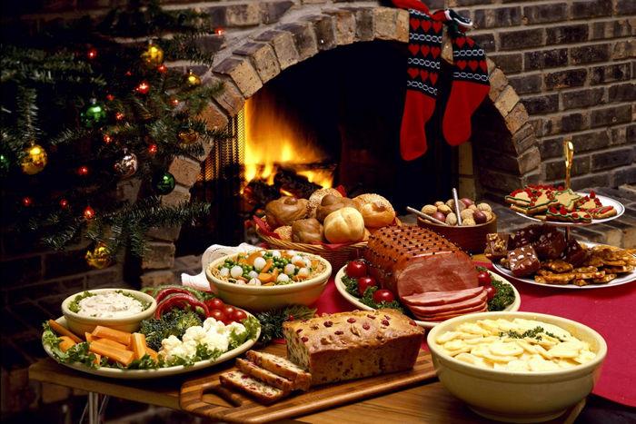 еда и напитки на столе