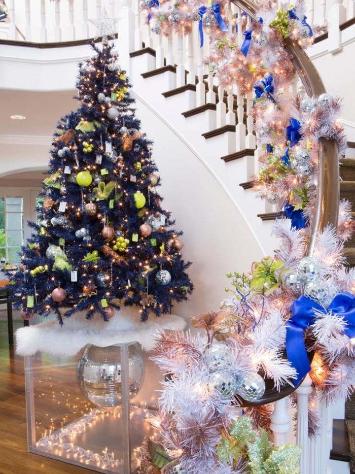 украшения для лестницы свисающие на елке