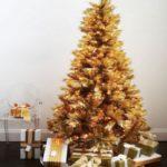 золотистый цвет в оформлении елки