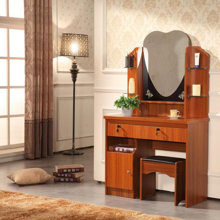 необычный коричневый столик туалетный от икеа