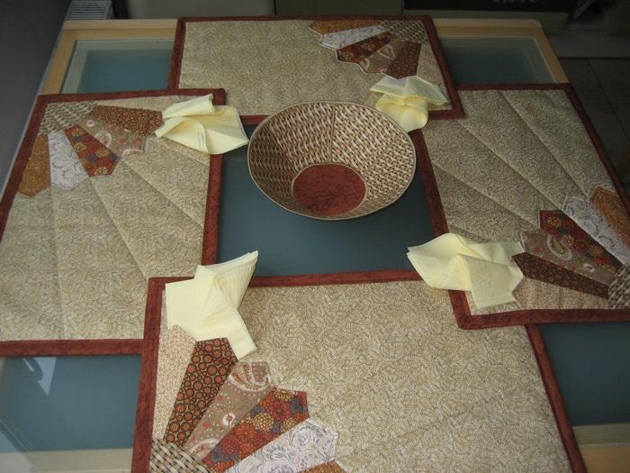 текстильные салфетки на столе в кухне