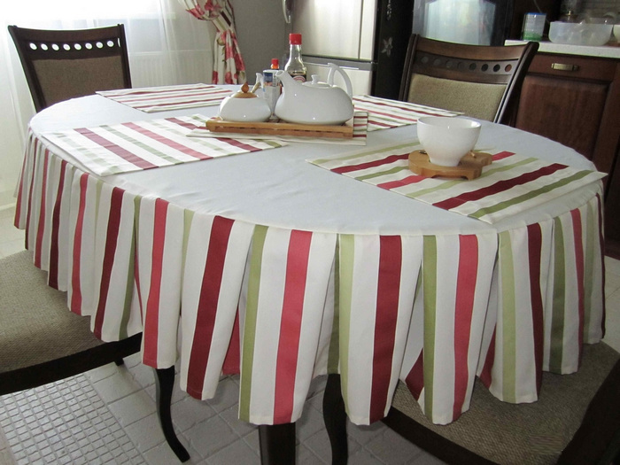 текстильные салфетки на столе в кухне 21