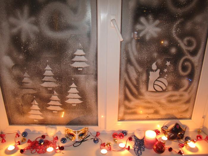 украшенное окно кисточкой