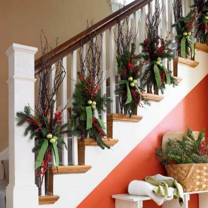 лестница украшенная на новый год