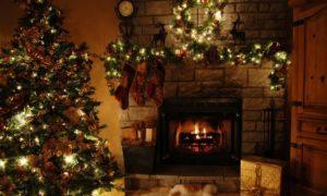 один тон украшений и елки в дизайне дома
