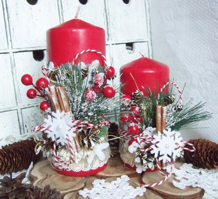 декорированные красные свечи на новый год