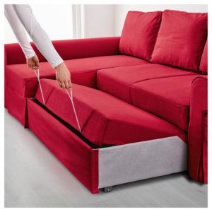 диван просто трансформируется в спальное место