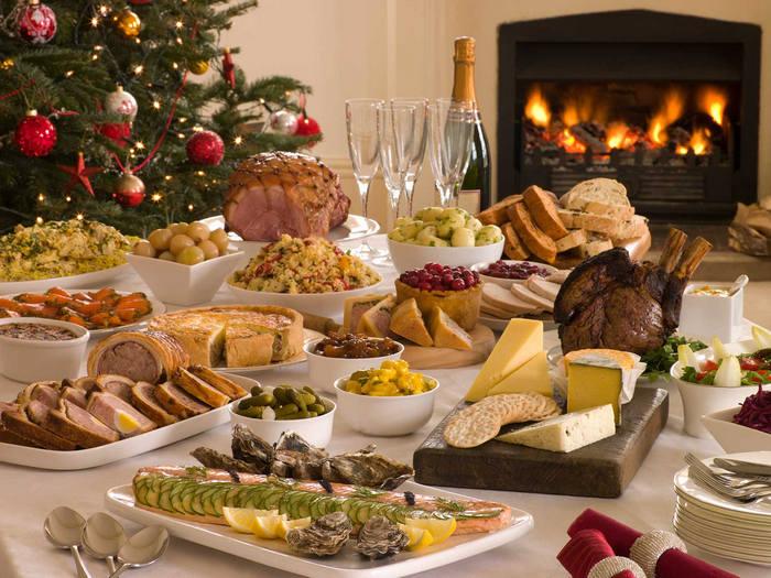 праздничный новогодний стол и его оформление
