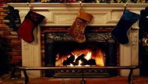 новогодние сапожки или носки повесим на камине 2