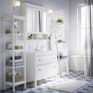 Мебель серии ХЭМНЭС в ванной
