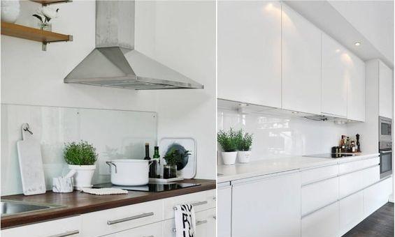 Стеклянные фартуки для белой кухни
