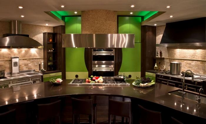 большая кухня зеленные оттенки