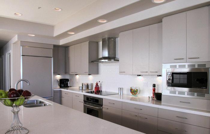 Большая и средняя кухня с П – образной планировкой