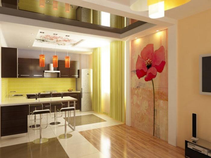 Стены декорируются кафелем, акриловыми красками