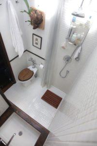 Деревянные элементы в дизайне ванной