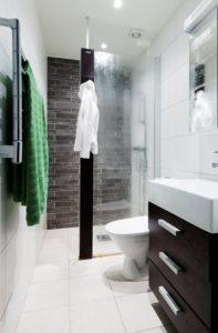 Душ-панель в небольшой ванной