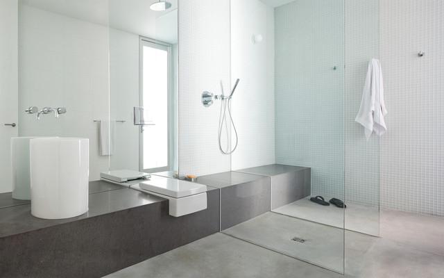 Современная ванная с душевой