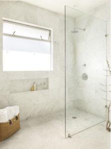 Светлая ванная комнта