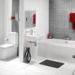 Белая современная ванная с плиткой