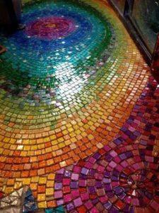 Цветная мозаика на полу