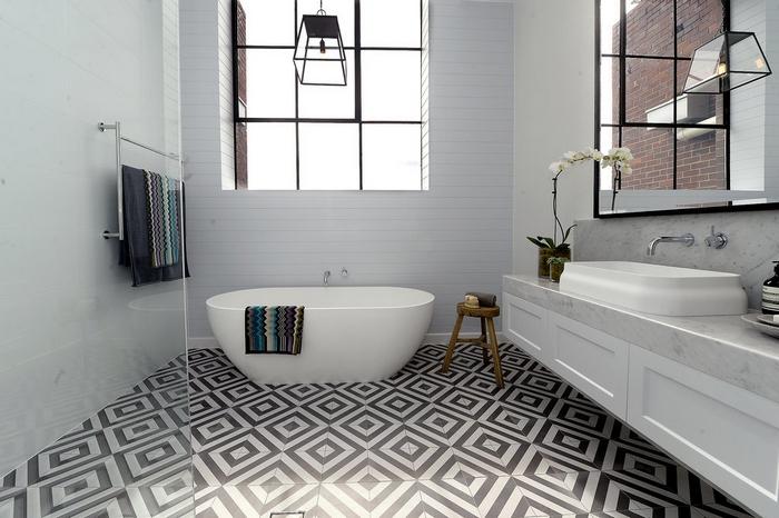 Оформление небольшой ванной плиткой